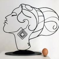 Amy-acier-bruni-1-winhouse-sculpture-edition-femme-portrait-beaute-laure-simoneau-art-decoration-limitee-hommage