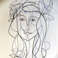 Eve-3-sculpture-wiresculpture-laure-simoneau-fil-de-fer-lor-femme-pomme-dieu-art-artiste-creation-6-jour-portrait-wire-commande-picasso-inspiration-honfleur-paris-sculpteur-fildeferiste