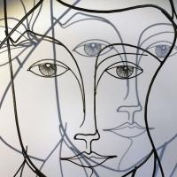 Eve-4-sculpture-wiresculpture-laure-simoneau-fil-de-fer-lor-femme-pomme-dieu-art-artiste-creation-6-jour-portrait-wire-commande-picasso-inspiration-honfleur-paris-sculpteur-fildeferiste