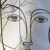 Eve-5-sculpture-wiresculpture-laure-simoneau-fil-de-fer-lor-femme-pomme-dieu-art-artiste-creation-6-jour-portrait-wire-commande-picasso-inspiration-honfleur-paris-sculpteur-fildeferiste