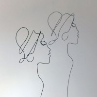 femmes-d-Afriqiue-2-2-lor-femme-laure-simoneau-sculpture-fil-de-fer-wire-art-artwork-paris-oneline-atelierlor-esthetique-geisha-fildeferiste-shadow
