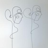 Lucie-ombre-lor-femme-laure-simoneau-sculpture-fil-de-fer-wire-art-artwork-paris-oneline-atelierlor-esthetique-geisha-fildeferiste-shadow