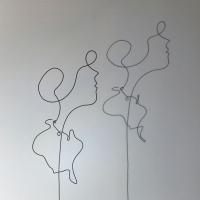 demoiselle-1-Ombre-lor-femme-laure-simoneau-sculpture-fil-de-fer-wire-art-artwork-paris-oneline-atelierlor-esthetique-geisha-fildeferiste-shadow