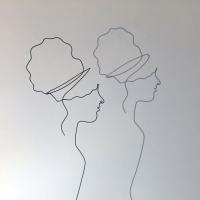 femmes-d-Afriqiue-3-2-lor-femme-laure-simoneau-sculpture-fil-de-fer-wire-art-artwork-paris-oneline-atelierlor-esthetique-geisha-fildeferiste-shadow