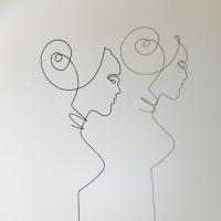 femmes-d-Afriqiue-4-2-lor-femme-laure-simoneau-sculpture-fil-de-fer-wire-art-artwork-paris-oneline-atelierlor-esthetique-geisha-fildeferiste-shadow