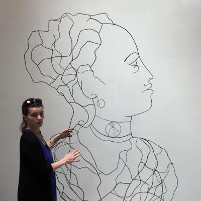 Hera-et-LoR-2-deesse-sculpture-wire-fil-de-fer-laure-simoneau-portrait-femme-monumentale-art-contemporainartiste-sculpteur-woman-personnage-grece-grecque-mariage-amour