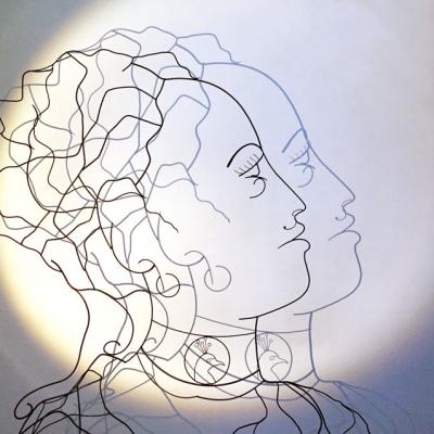 Hera-ombre-1-deesse-sculpture-wire-fil-de-fer-laure-simoneau-portrait-femme-monumentale-art-contemporainartiste-sculpteur-woman-personnage-grece-grecque-mariage-amour