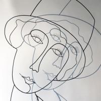 La-demoiselle-au-chapeau-3-sculpture-laure-simoneau-fil-de-fer-wire-fildeferiste-LoR