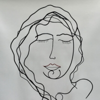 la-feme-endormie-1-laure-simoneau-sculpture-fil-de-fer-wire-artiste-femme-portrait-art-paris-poésie-couleur-rouge-LoR-fildeferiste-romantique-romance