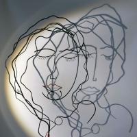 la-feme-endormie-2-ombre-laure-simoneau-sculpture-fil-de-fer-wire-artiste-femme-portrait-art-paris-poésie-couleur-rouge-LoR-fildeferiste-romantique-romance