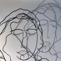 la-feme-endormie-3-zoom-ombre-laure-simoneau-sculpture-fil-de-fer-wire-artiste-femme-portrait-art-paris-poésie-couleur-rouge-LoR-fildeferiste-romantique-romance