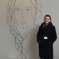 La-peintre-aux-milles-etoiles-sans-ombre-laure-simoneau-LoR-charlotte-salomon-grand-palais-fil-de-fer-wire-portrait-honfleur-femme-art-hommage