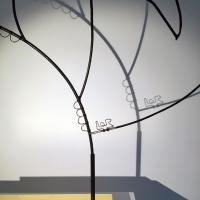 l-inncence-5-sculpture-lor-laure-simoneau-portrait-femme-or-fil-de-fer-wire-gold-ombre-poesie