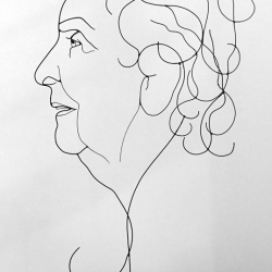 monique-1-portrait-art-wire-sculpture-fil-de-fer-lor-laure-simoneau-artiste-atelier-paris-commande-artwork-wiresculpture-anniversaire