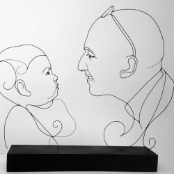 oscar-et-frank-oscar-ombre-Laure -simoneau-portrait-commande-sculpture-fil-de-fer-lor-couple-pere-fils-sur-mesure-art-wire-request